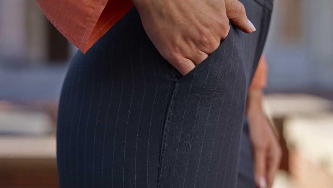 Diese massgeschneiderte Damen-Hose sitzt perfekt